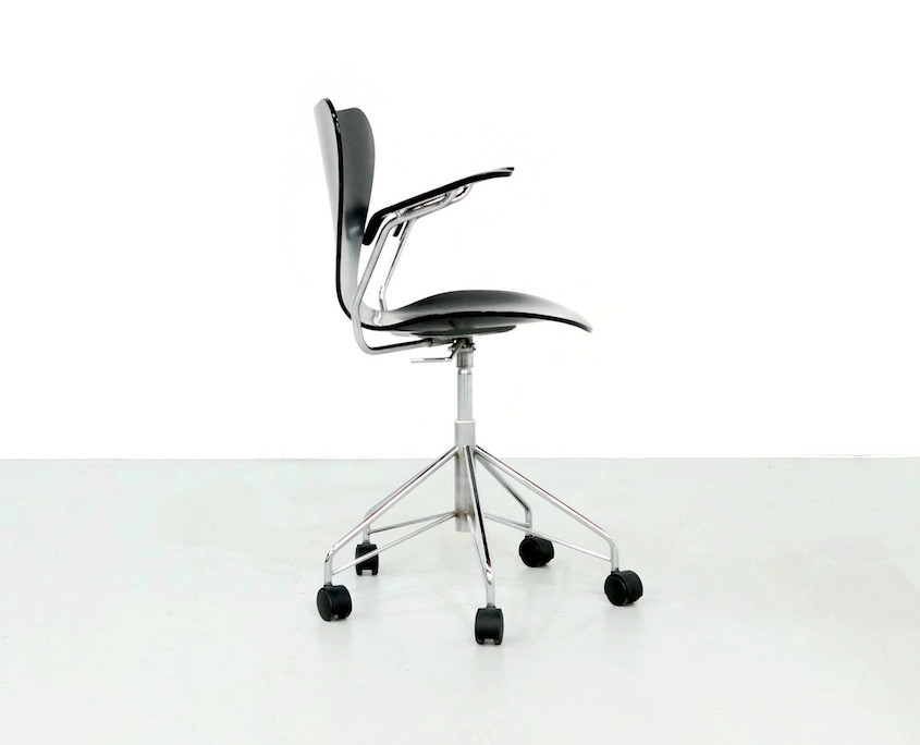 1980s Swivel Desk Chair by Arne Jacobsen mod. 3217