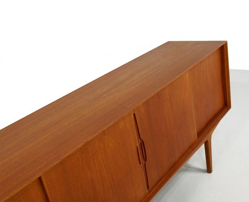 Kameleon Design | 1960s Danish Sideboard by Knud Nielsen for Losning Mobelfabrik