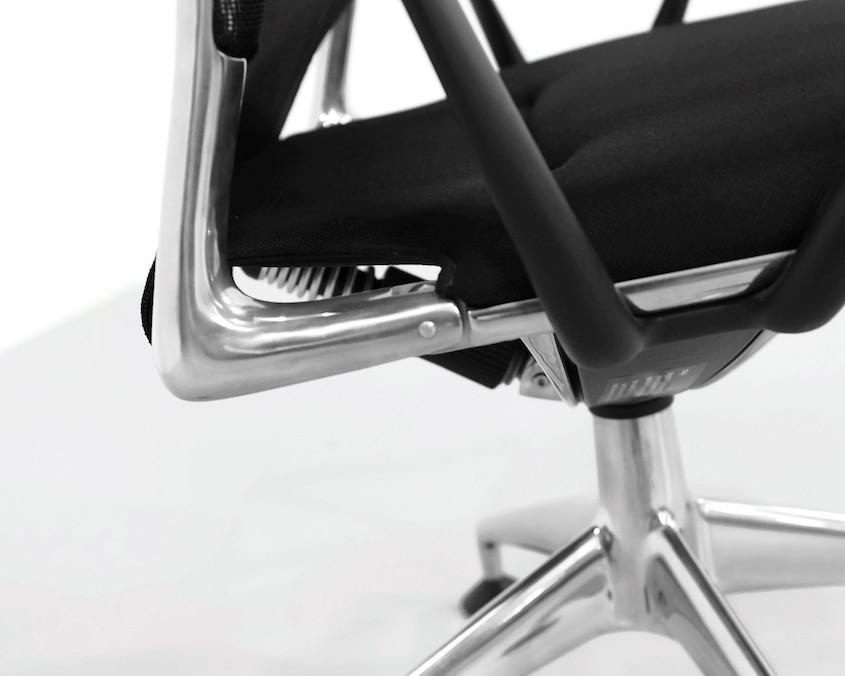 Kameleon DesigKameleon Design ~ Vitra Meda Chair by Alberto Medan ~ Vitra Meda Chair by Alberto Meda