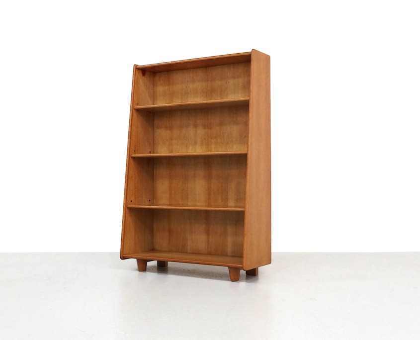 Kameleon Design | Pastoe bookcase BE02 by Cees Braakman