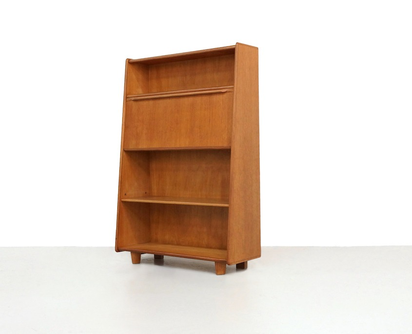 Kameleon Design | Pastoe BE04 Oak Series Secretary Cabinet by Cees Braakman