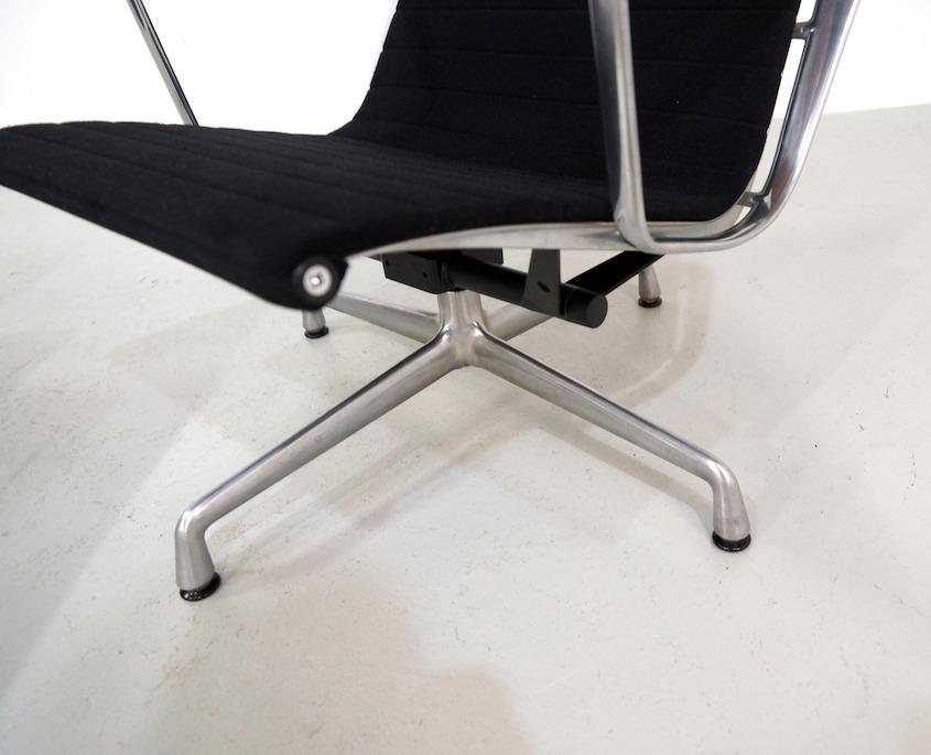 Eames Lounge Chair Ea124 And Ottoman Ea125 Kameleon Design