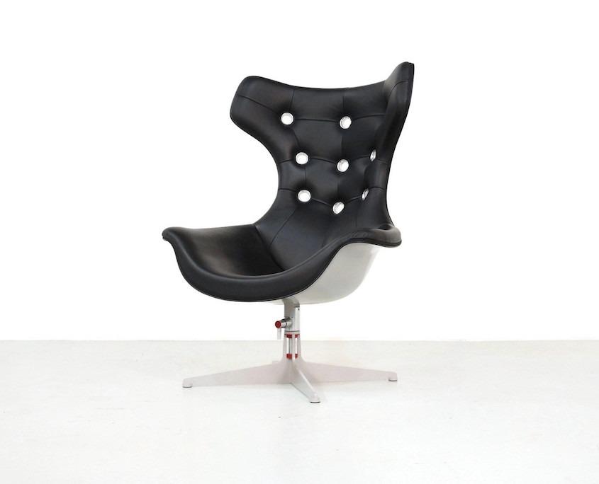 Swivel armchair REGINA II By Poltrona Frau design Paolo Rizzatto
