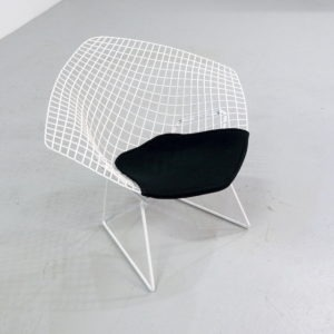 Vintage diamond chair design Harry Bertoia for 421 Knoll international