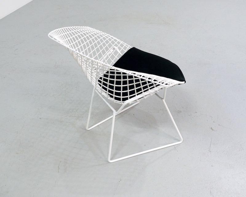 Vintage diamond chair design Harry Bertoia for 421 Knoll international