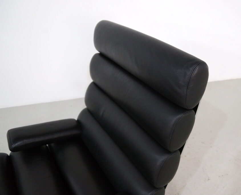 COR Sinus lounge chair in black leather